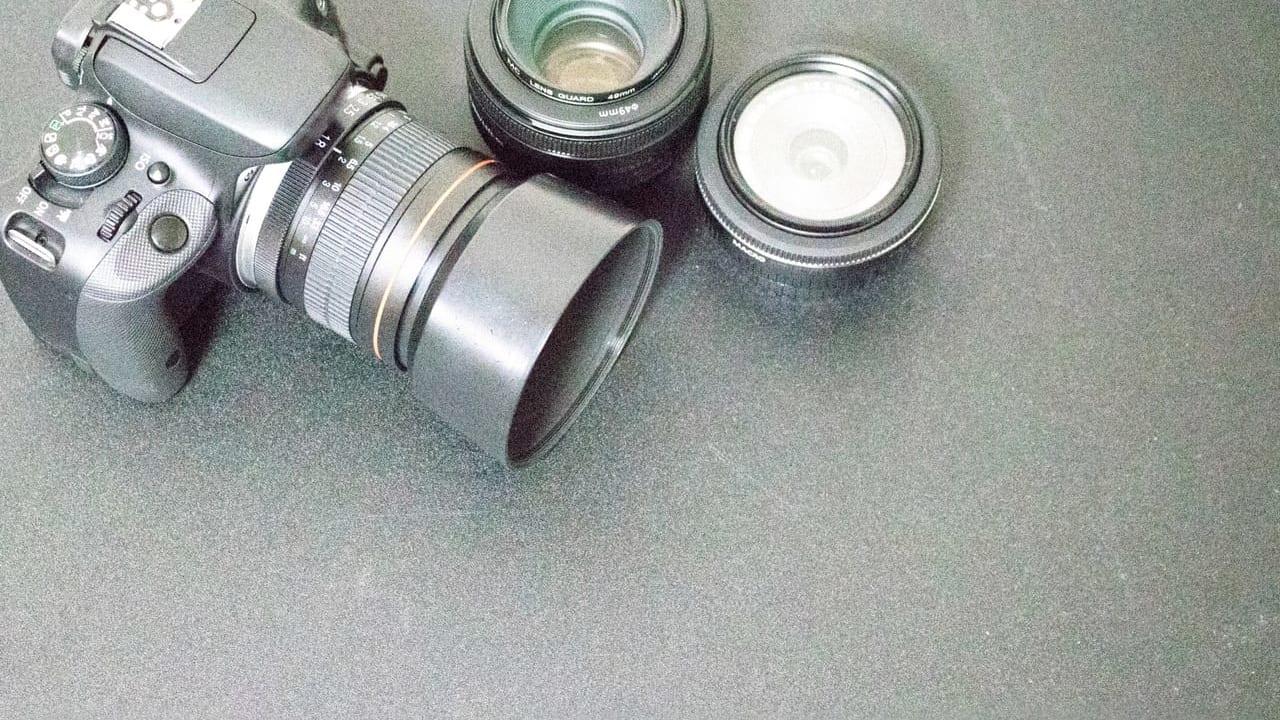 シルバーのカメラ