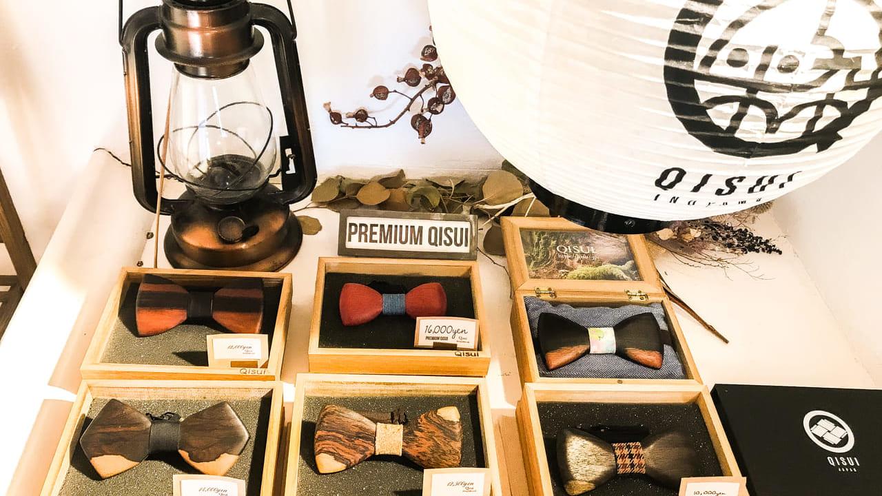 QISUIの木製蝶ネクタイ