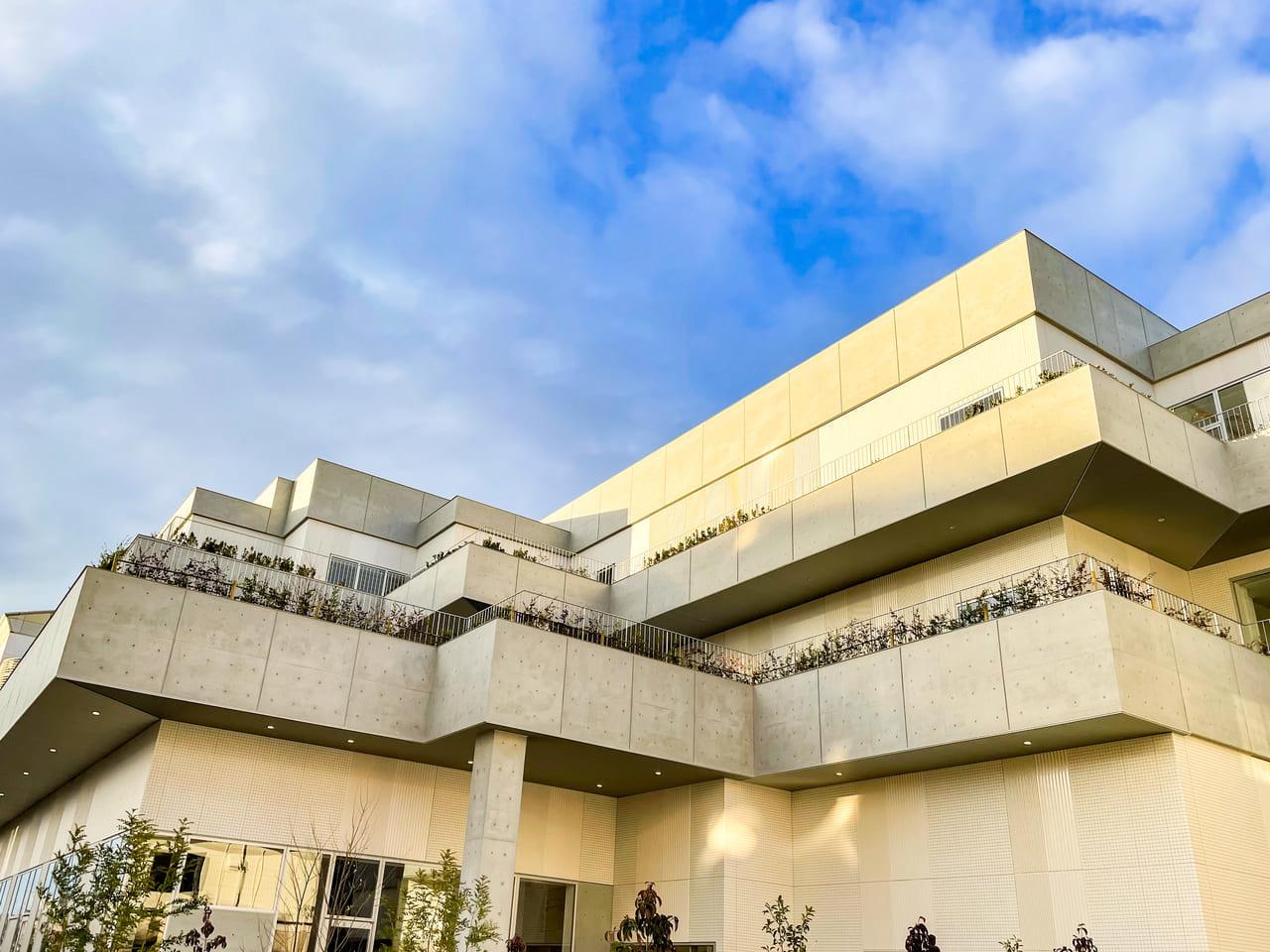 新小牧市中央図書館