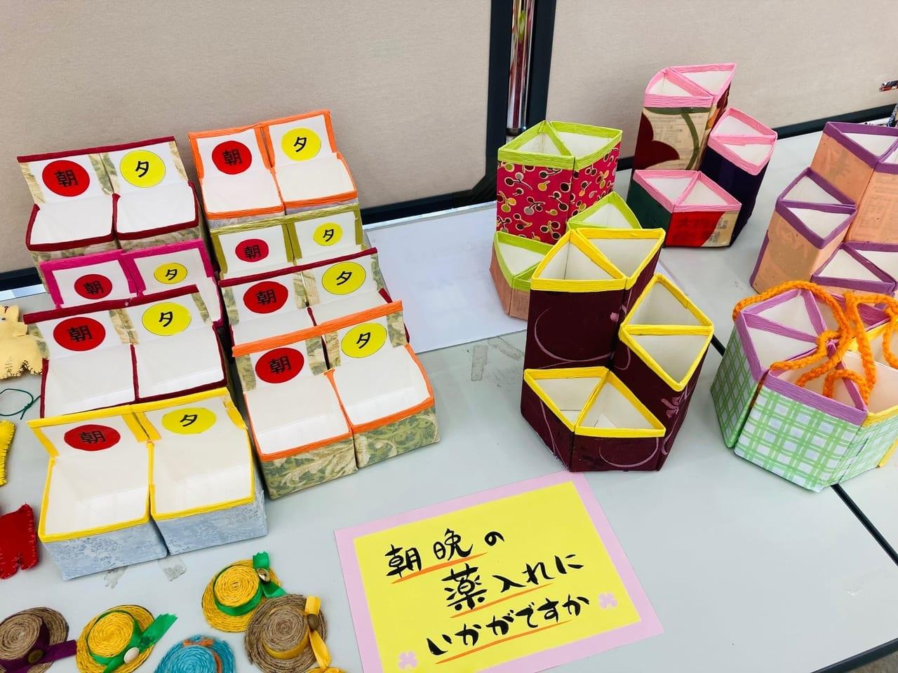 百五銀行嬉野支店に展示されている手作りの薬ケース