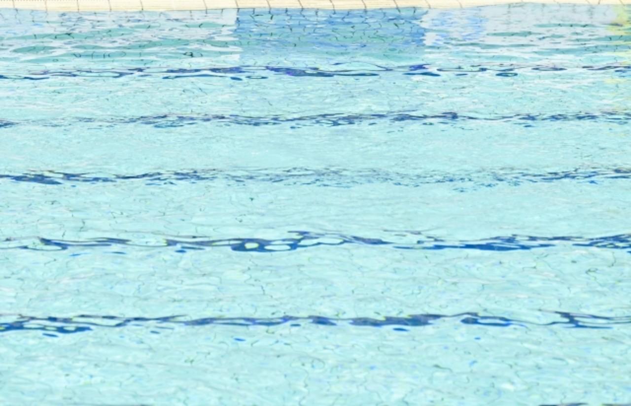 水泳 プール イメージ