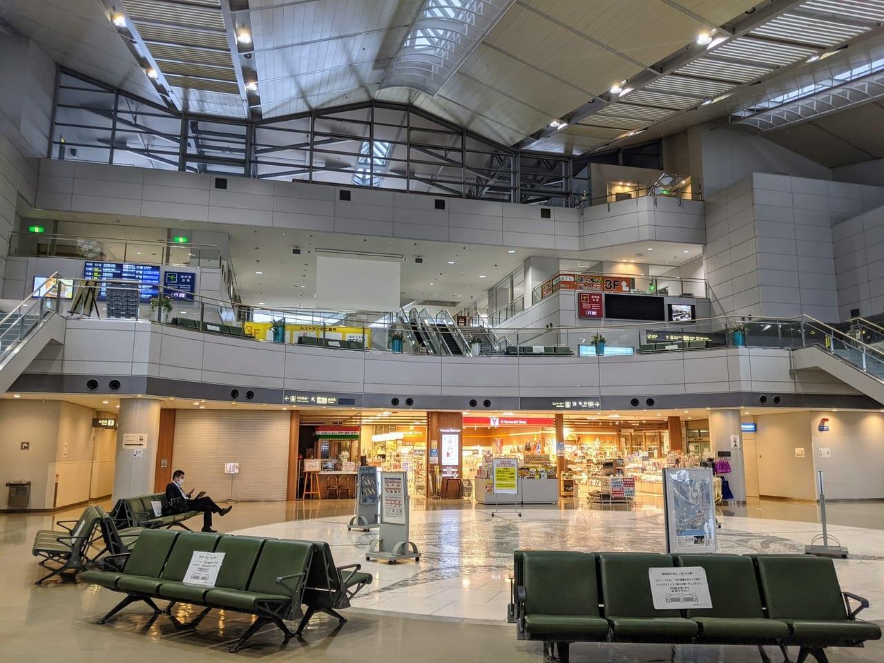 新潟空港ロビー