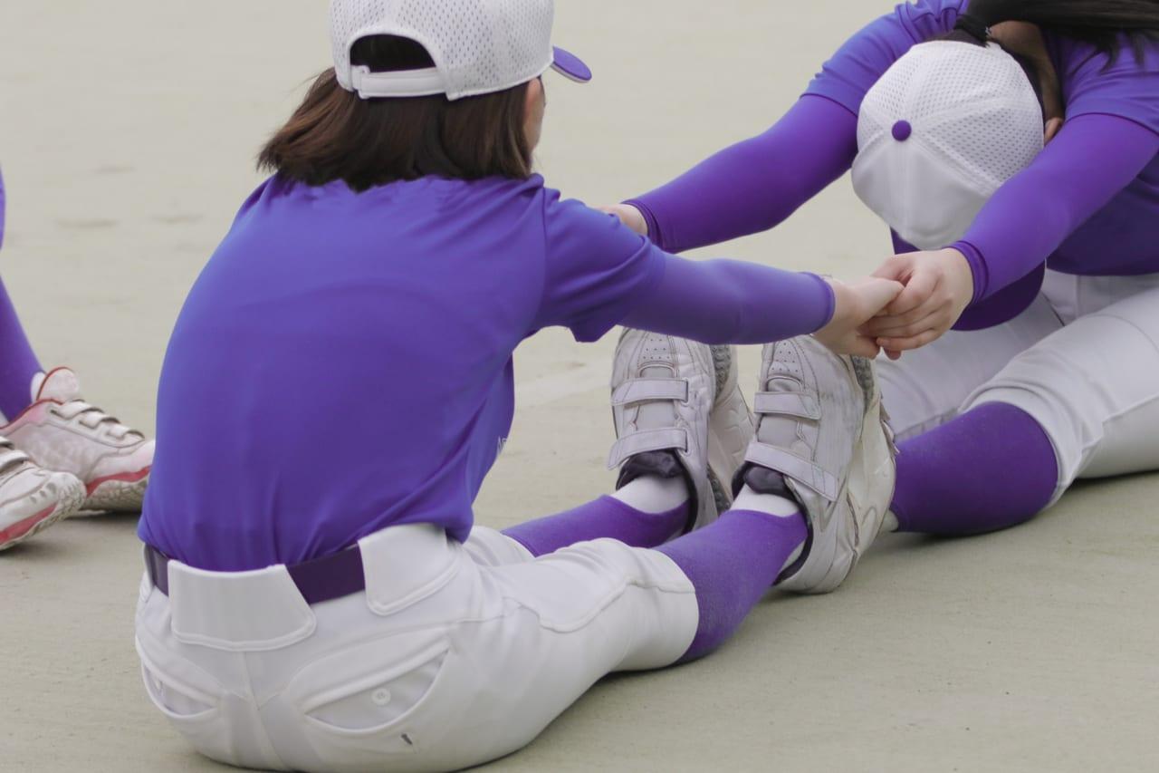 フリー素材サイトから取得した女子野球イメージ