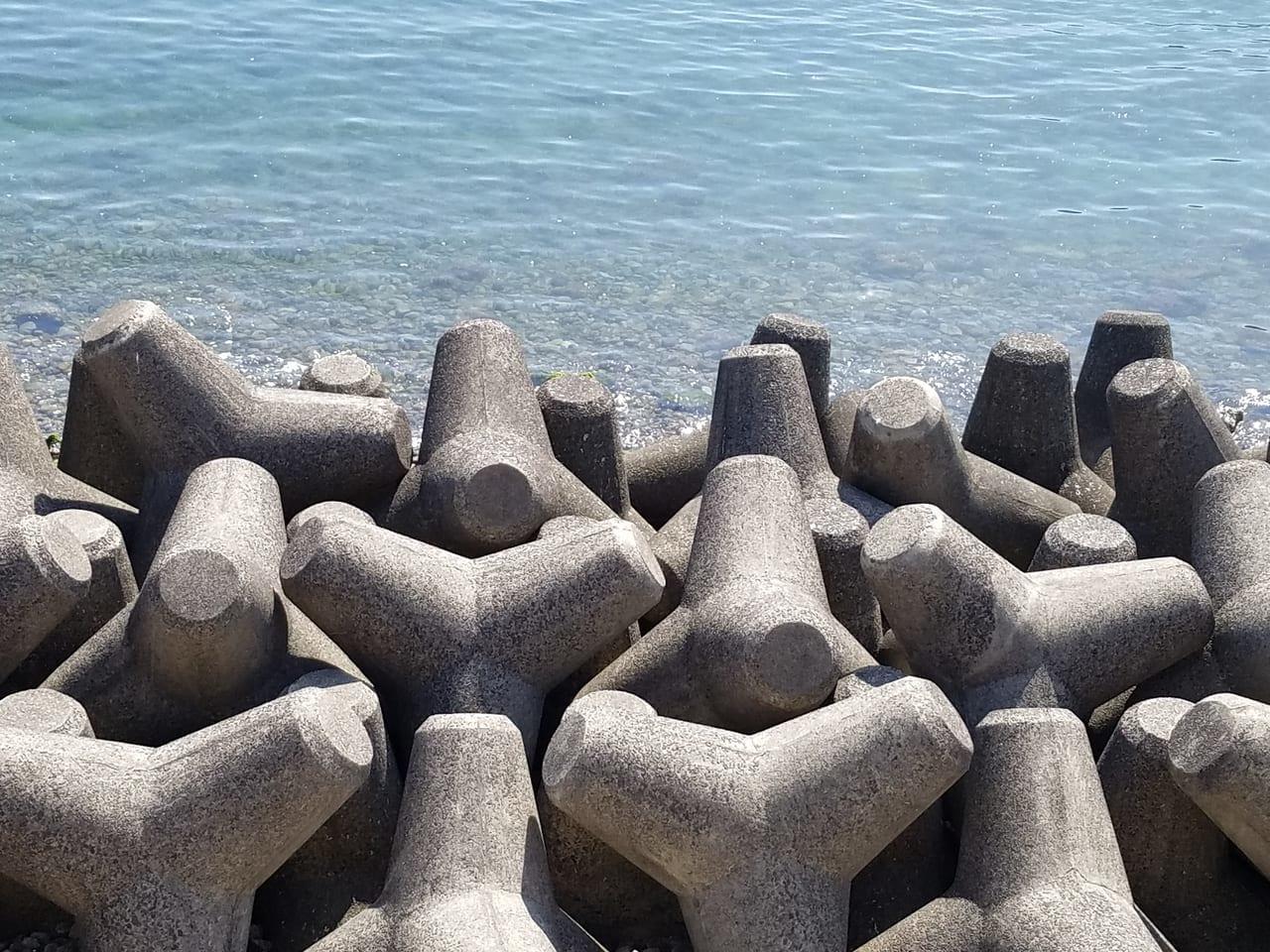 南方面の海のテトラポット