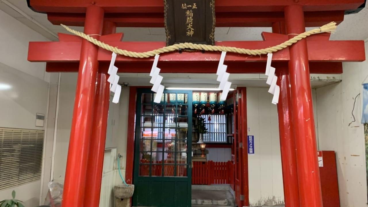 御影市場の中の神社