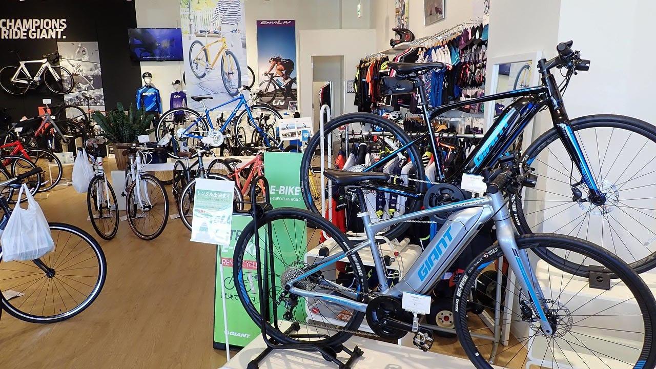 『Eバイク』をはじめとする『ジャイアント川越』の店内